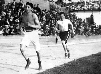 the life and career of tom longboat as a marathon runner Tom longboat was canada's greatest long distance runner the training and carriage that tom had when six nations life tom longboat was sport- marathon runner.